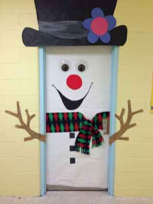 40 Creative DIY Christmas Door Decorations For Home And School (25)