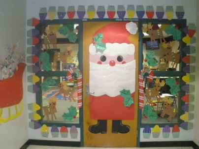 40 Creative DIY Christmas Door Decorations For Home And School (34)