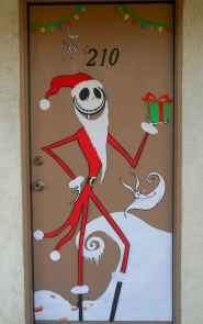 40 Creative DIY Christmas Door Decorations For Home And School (7)