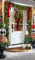 50 Creative Christmas Front Porch Decor Ideas And Design (27)