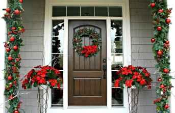 50 Creative Christmas Front Porch Decor Ideas And Makeover (36)
