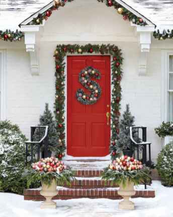 50 Creative Christmas Front Porch Decor Ideas And Makeover (40)