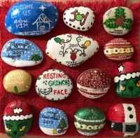 50 Creative DIY Christmas Painted Rock Design Ideas (21)