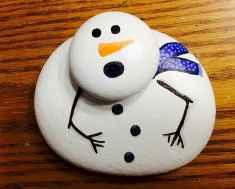 50 Creative DIY Christmas Painted Rock Design Ideas (8)