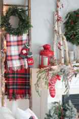 60 Creative Farmhouse Christmas Decorating Ideas And Makeover (20)
