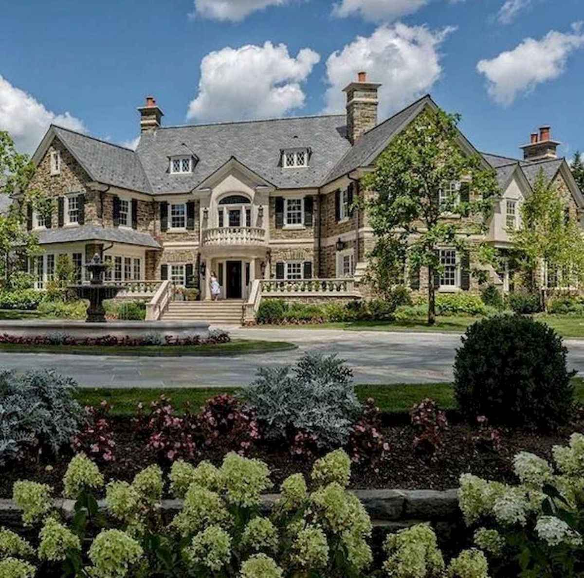 40 Stunning Mansions Luxury Exterior Design Ideas (33)
