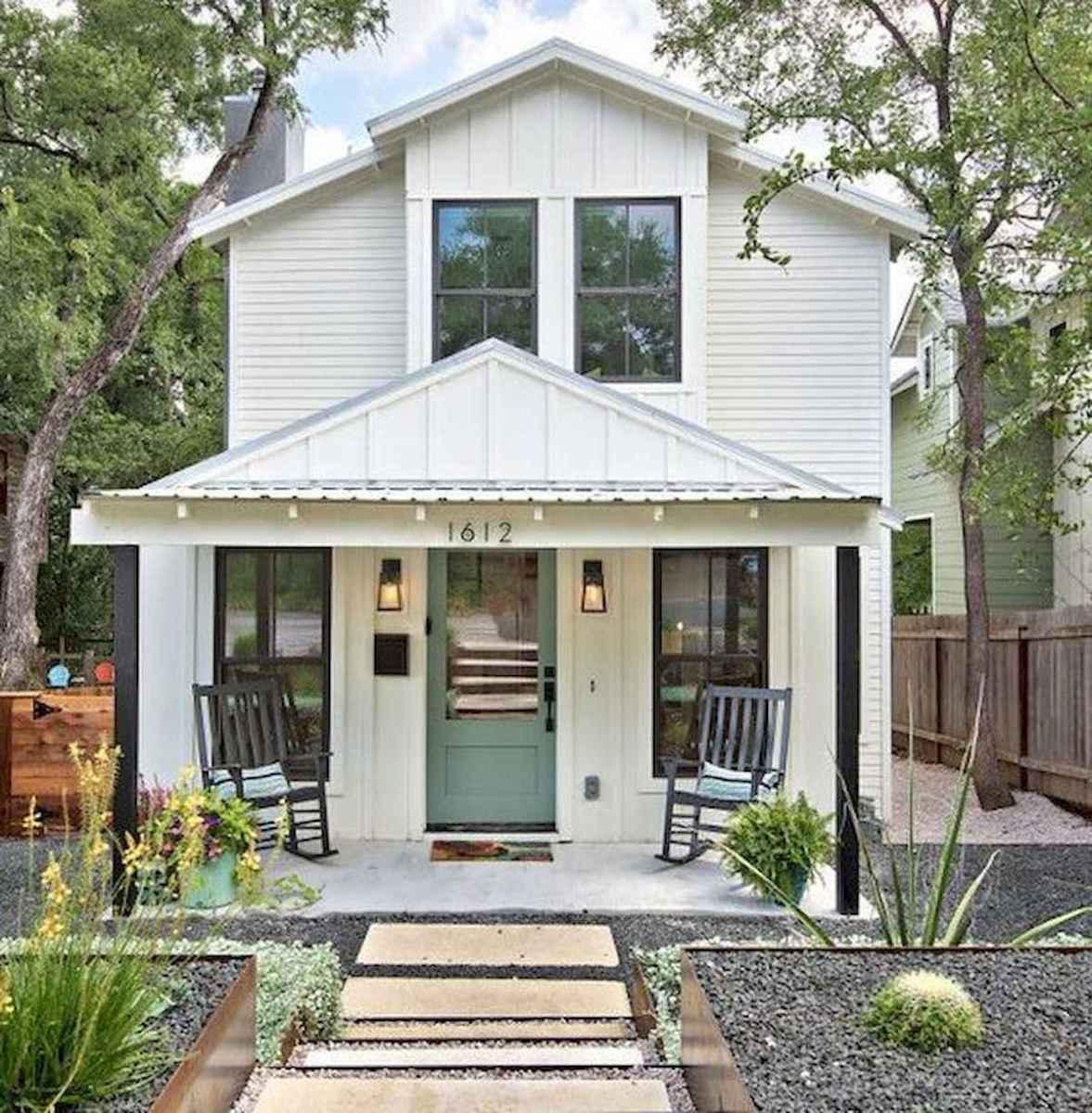 40 Stunning White Farmhouse Exterior Design Ideas (10)