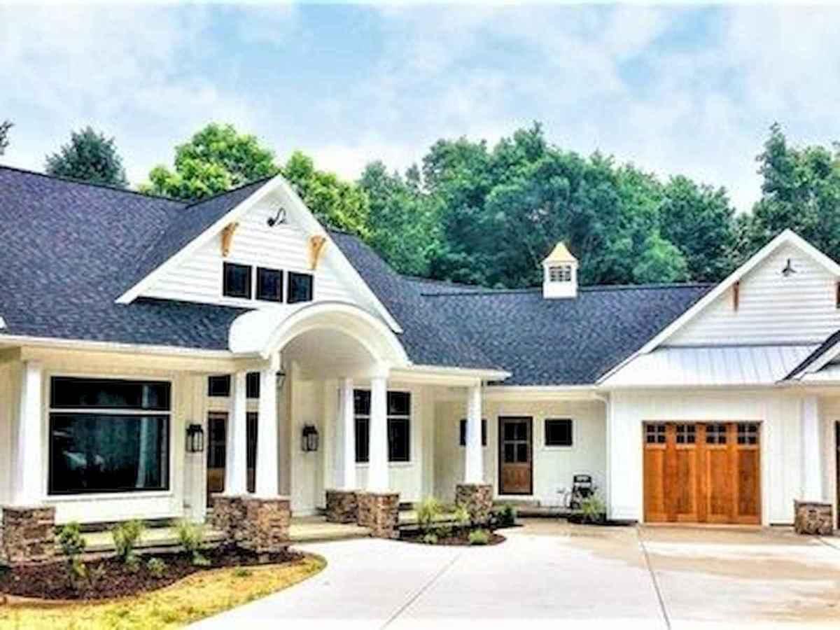 40 Stunning White Farmhouse Exterior Design Ideas (13)