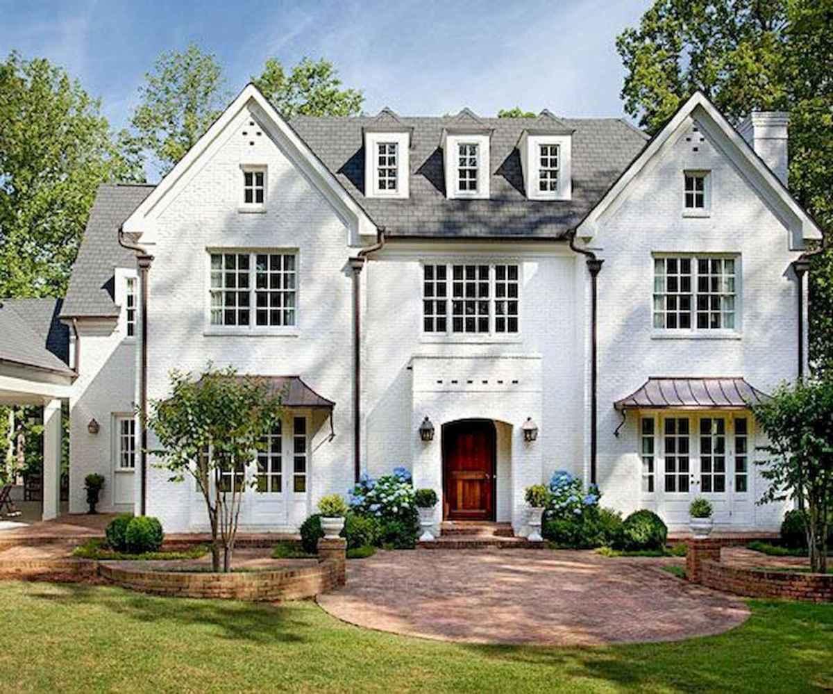 40 Stunning White Farmhouse Exterior Design Ideas (15)