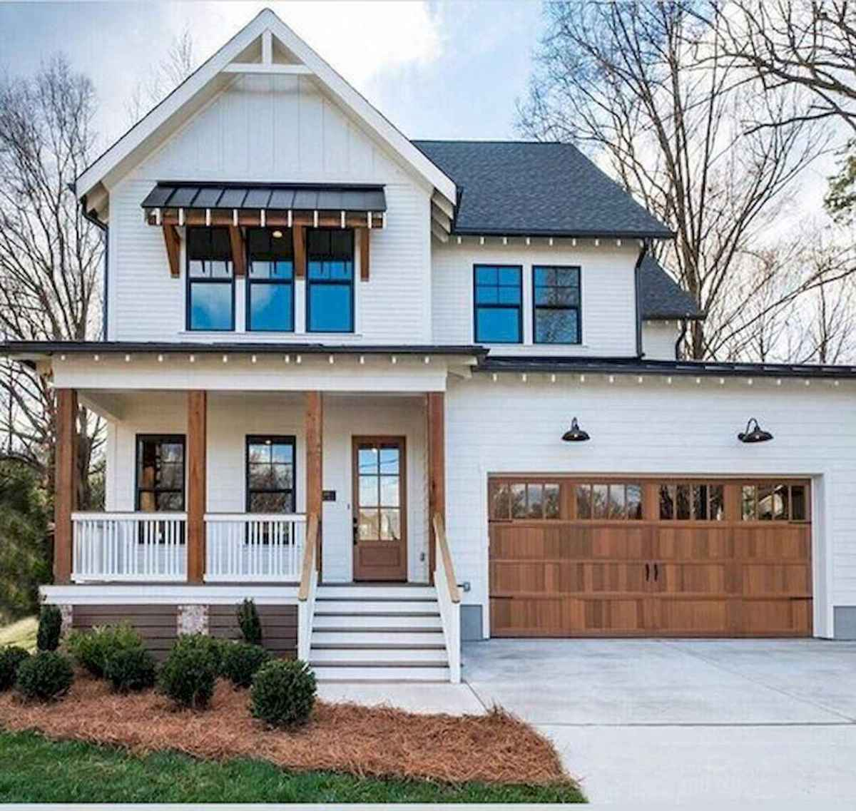 40 Stunning White Farmhouse Exterior Design Ideas (16)