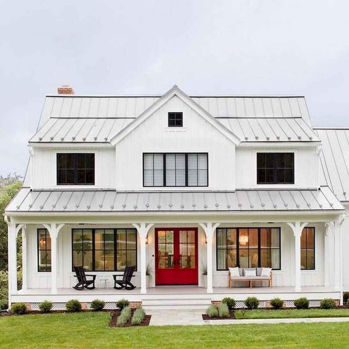 40 Stunning White Farmhouse Exterior Design Ideas (19)