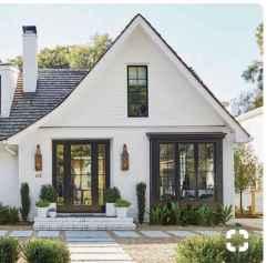 40 Stunning White Farmhouse Exterior Design Ideas (2)