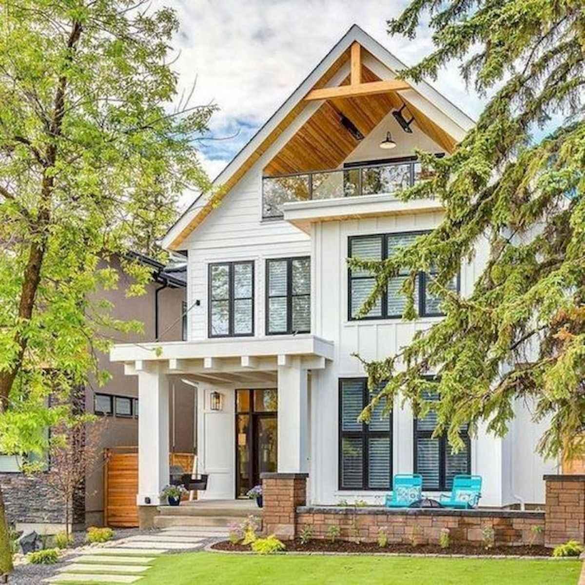 40 Stunning White Farmhouse Exterior Design Ideas (20)