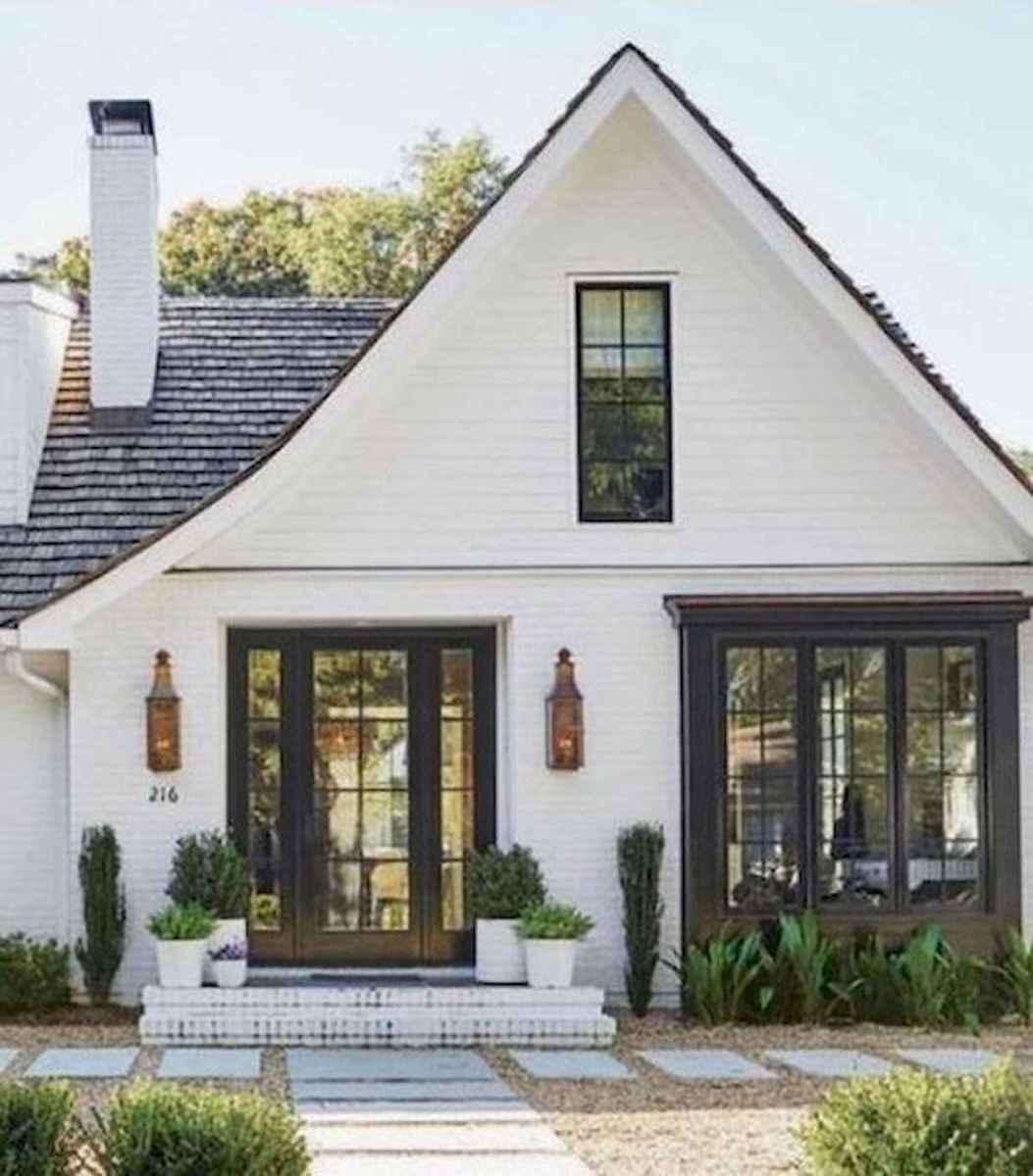 40 Stunning White Farmhouse Exterior Design Ideas (24)