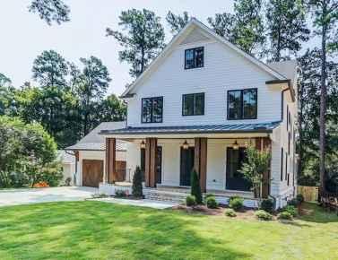40 Stunning White Farmhouse Exterior Design Ideas (25)