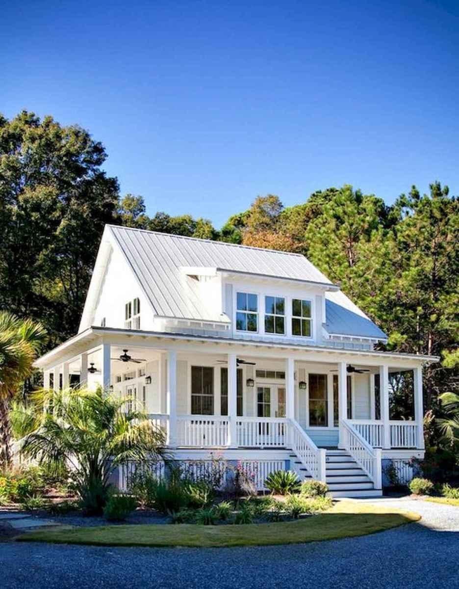 40 Stunning White Farmhouse Exterior Design Ideas (29)