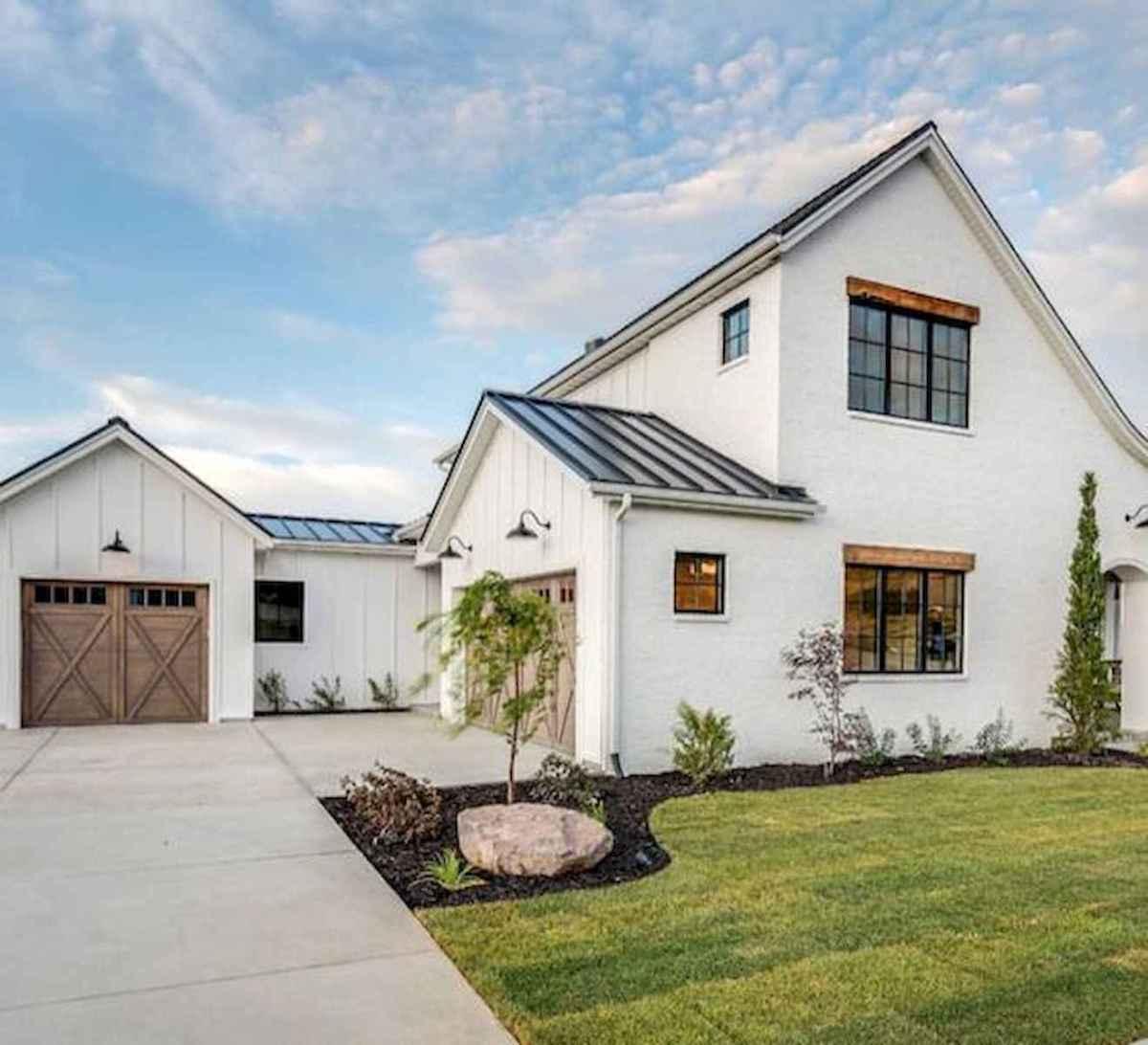 40 Stunning White Farmhouse Exterior Design Ideas (31)