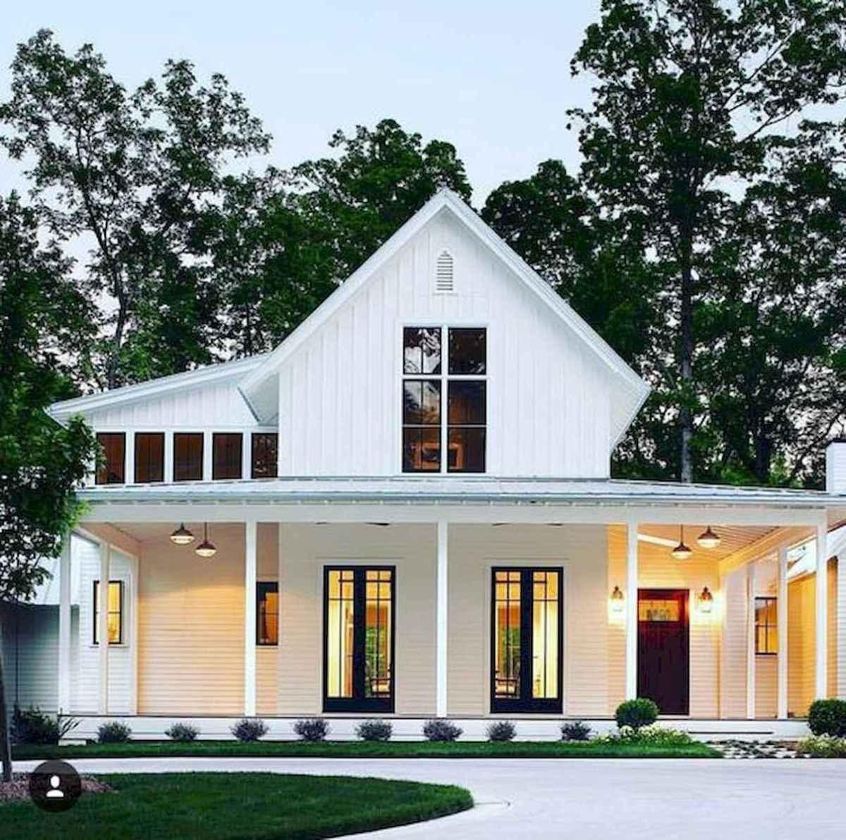 40 Stunning White Farmhouse Exterior Design Ideas (4)