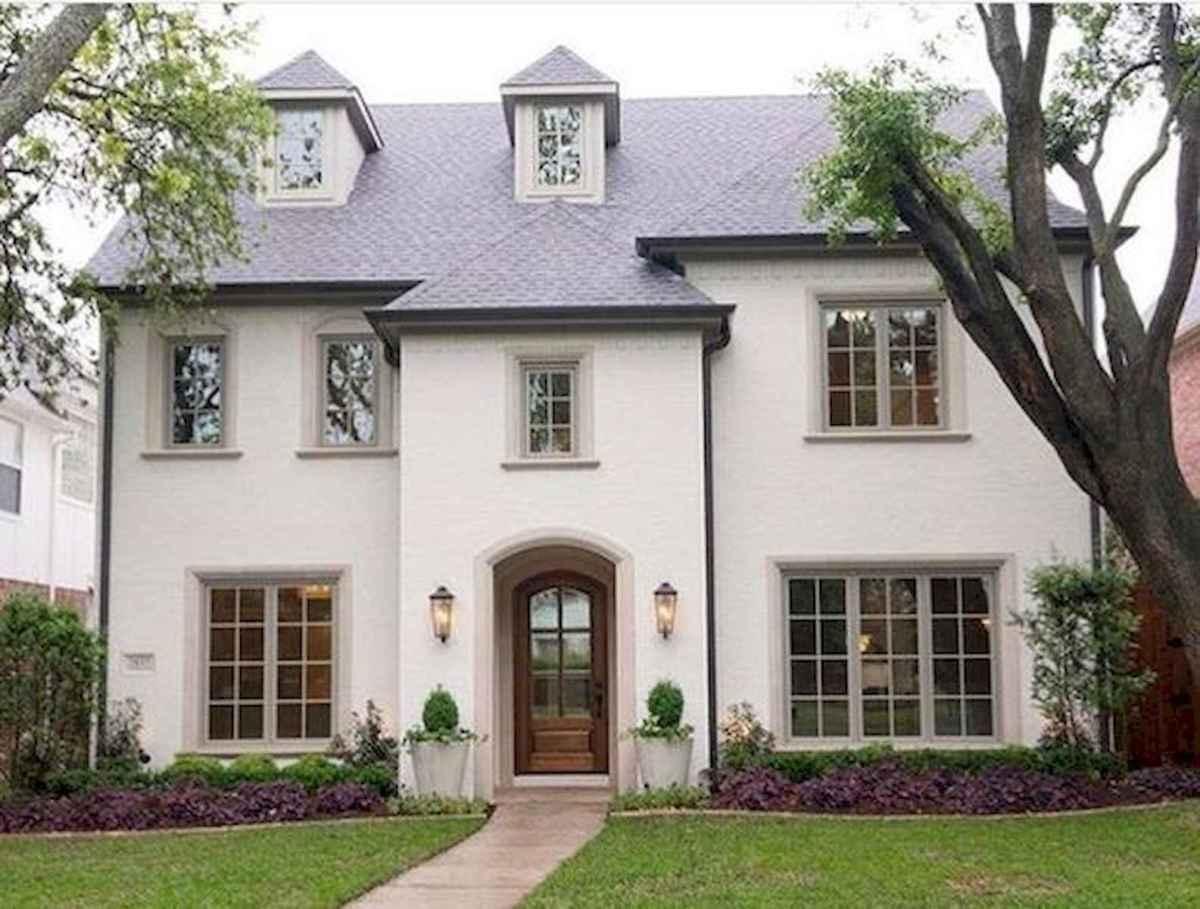 40 Stunning White Farmhouse Exterior Design Ideas (9)