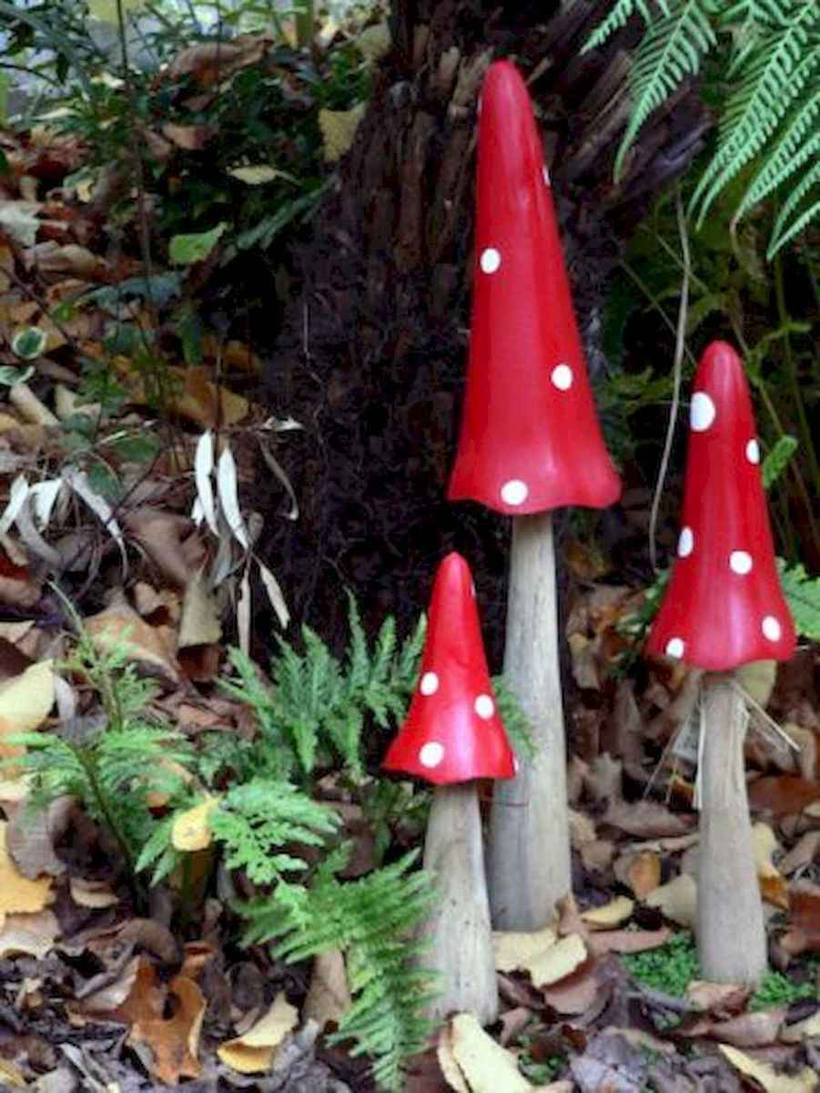 55 Creative Garden Art Mushrooms Design Ideas For Summer (28)