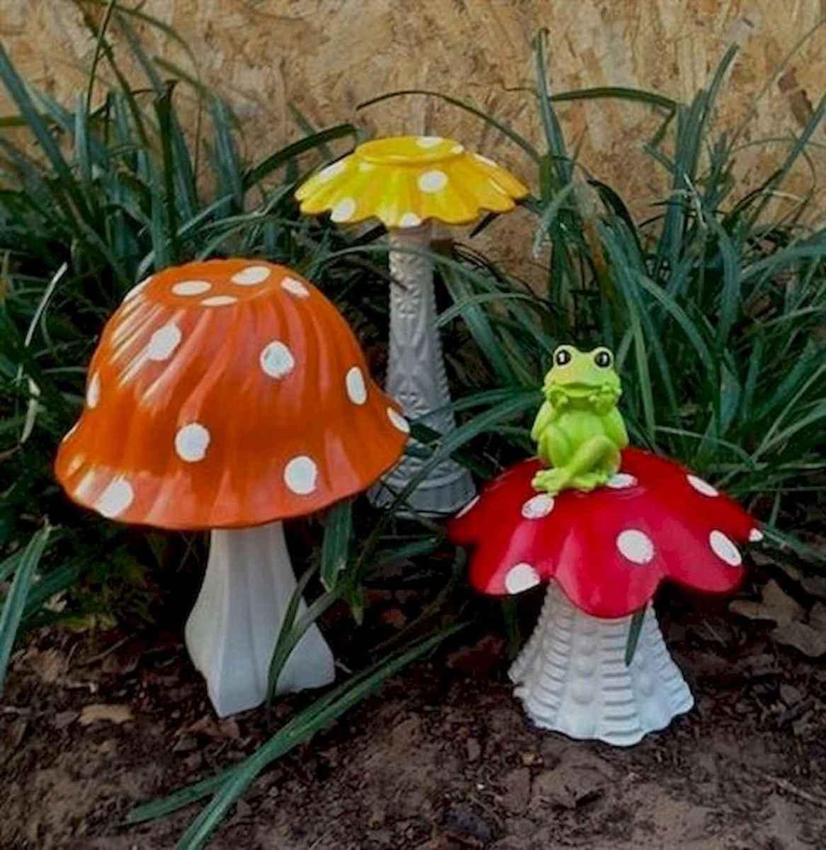 55 Creative Garden Art Mushrooms Design Ideas For Summer (40)