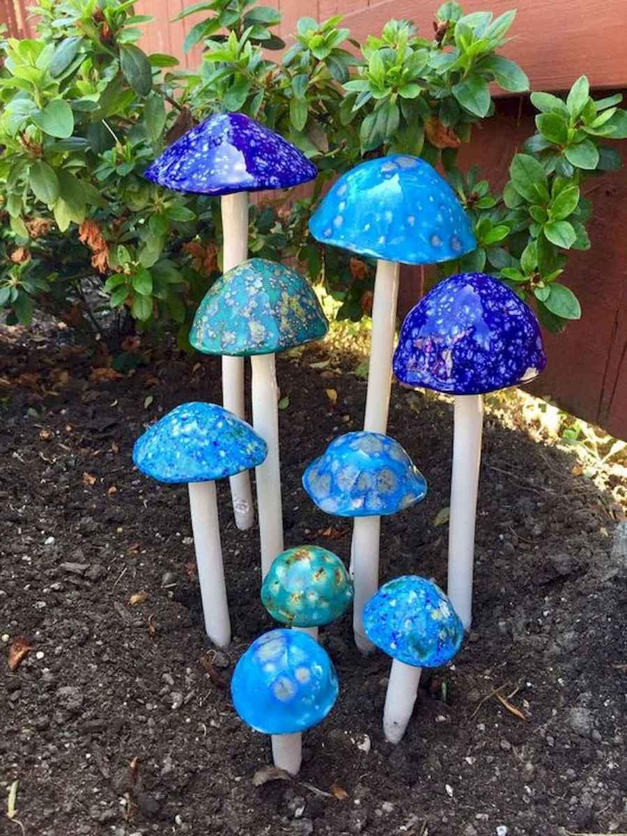 55 Creative Garden Art Mushrooms Design Ideas For Summer (42)