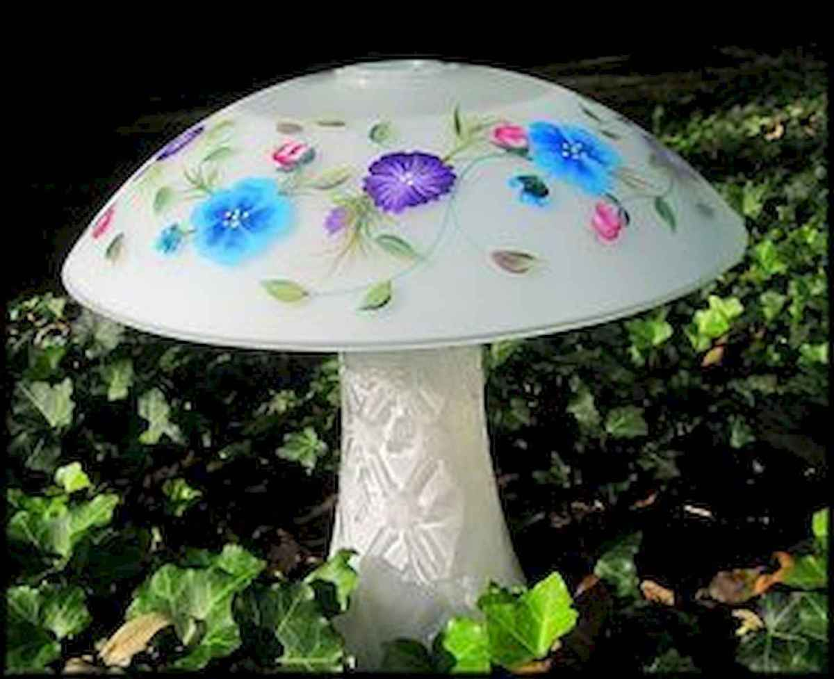 55 Creative Garden Art Mushrooms Design Ideas For Summer (52)