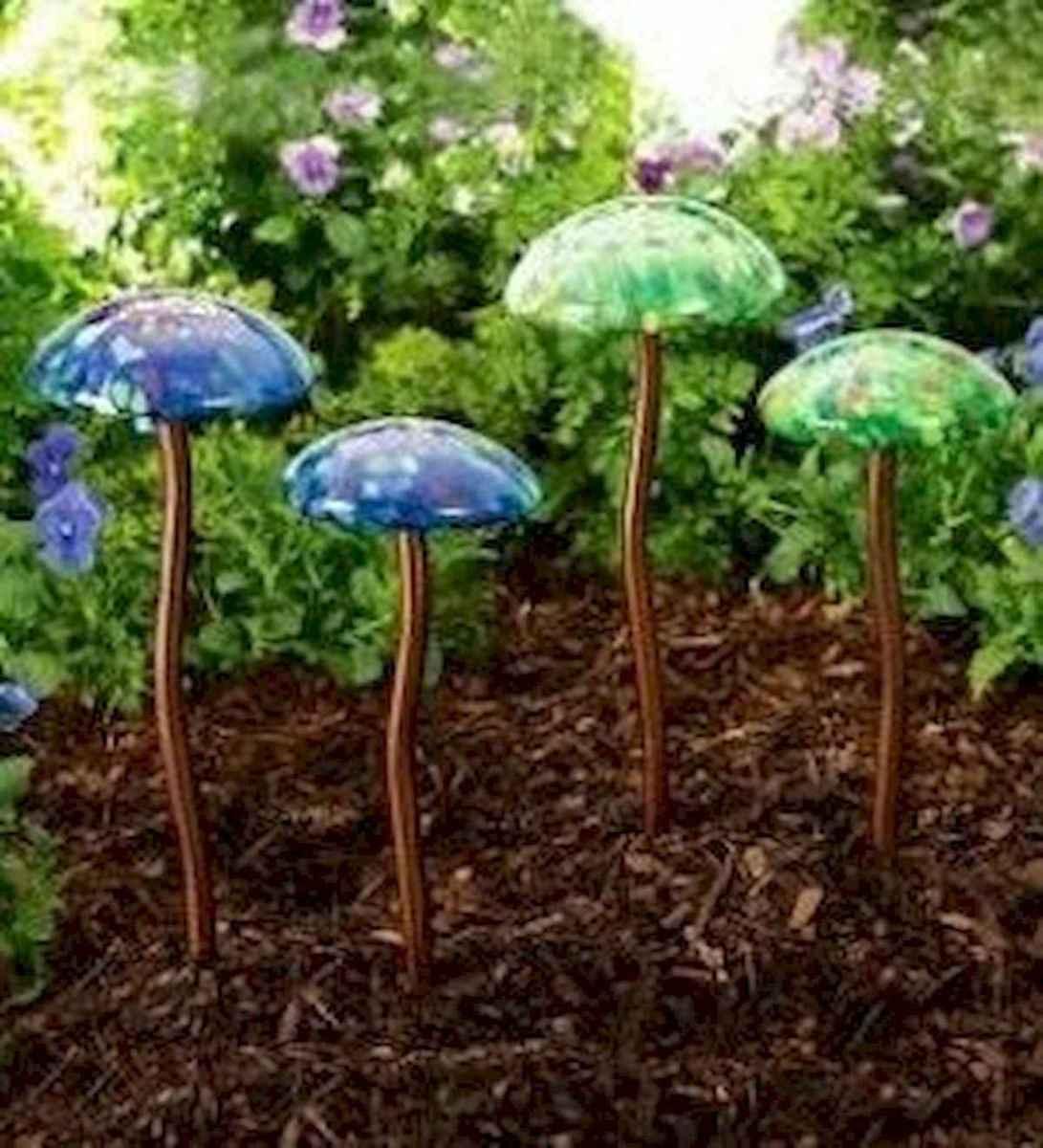 55 Creative Garden Art Mushrooms Design Ideas For Summer (7)