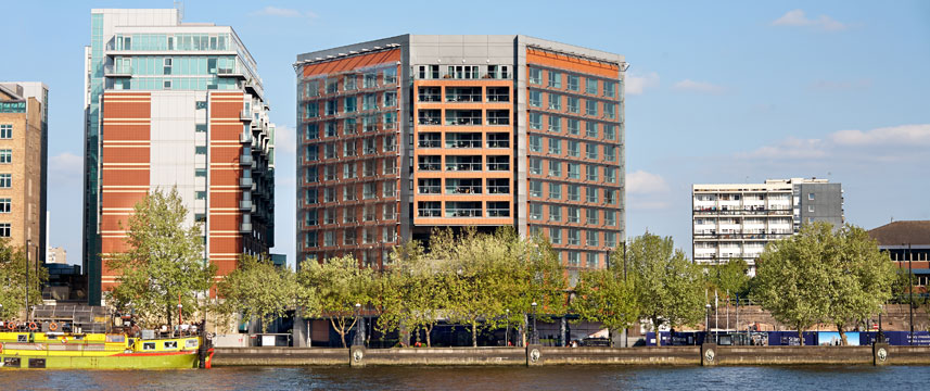 Park_Plaza_Riverbank_London_Exterior