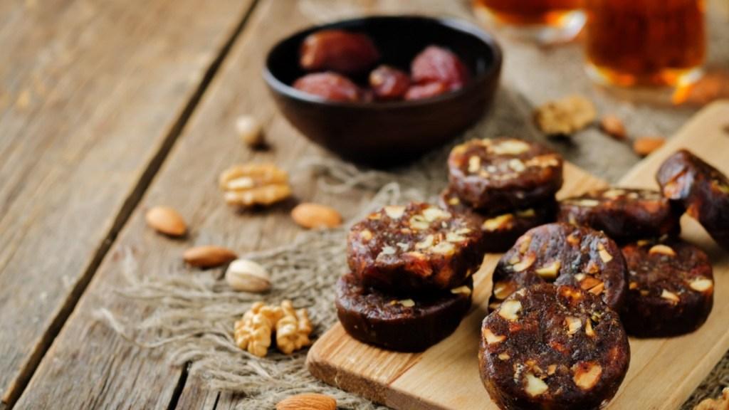 17 Vegan Christmas Cookies & Other Tasty Delights