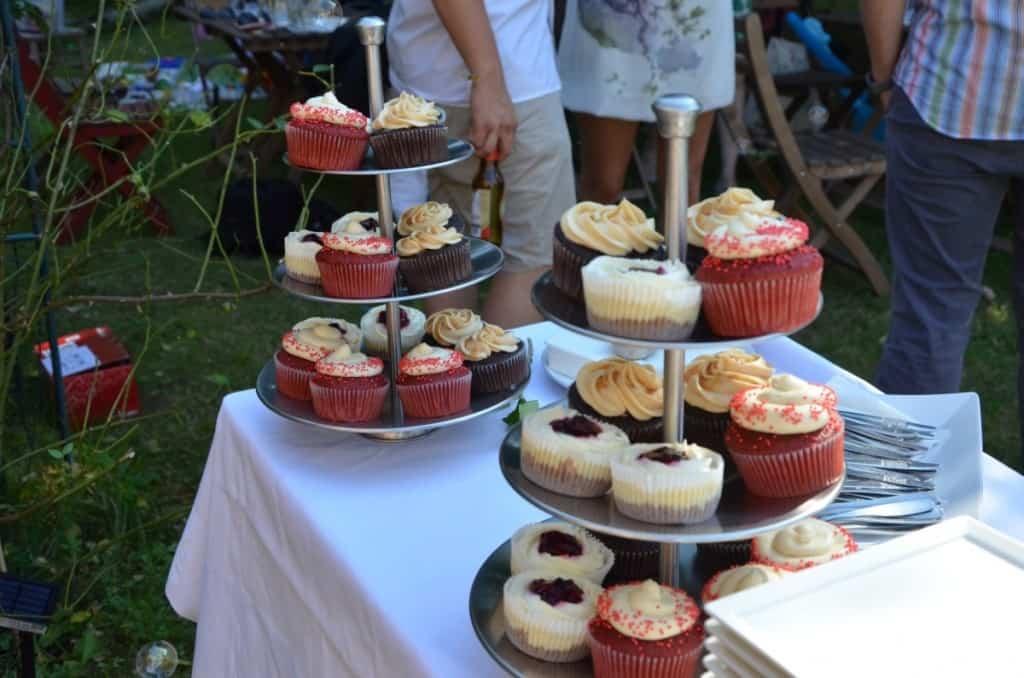 Wedding Cupcakes - Living on Cookies