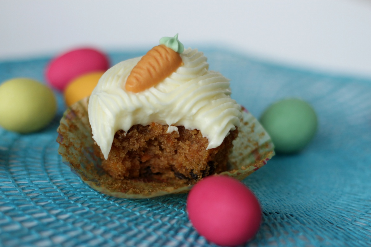 Carrot Cake Cupcakes with Cream Cheese Frosting ~ Living on Cookies