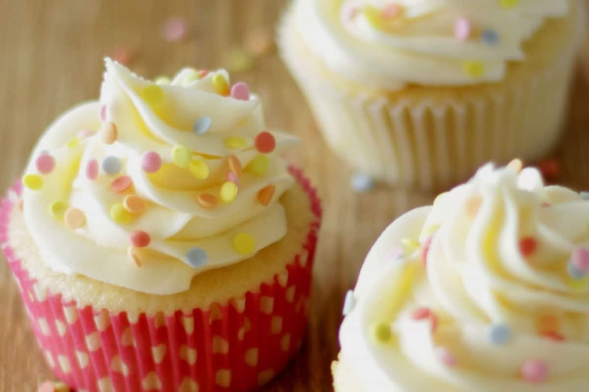 Perfect American Vanilla Cupcakes