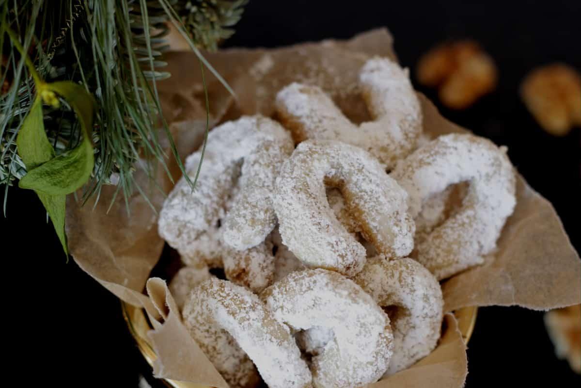Austrian Vanilla Crescent Cookies (Vanillekipferl) ~ Living on Cookies
