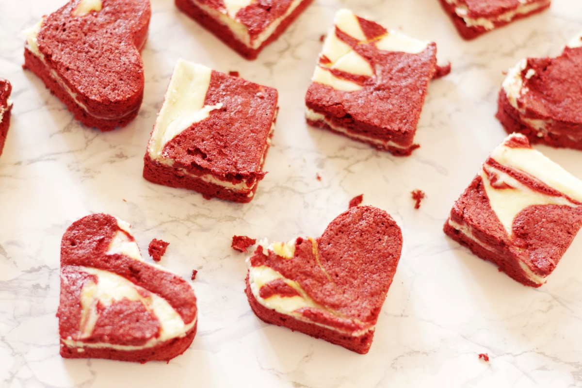 Red Velvet Cheesecake Brownies ~ Living on Cookies