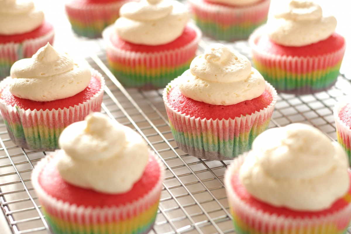 In this tutorial, I will show you how to make delicious vanilla rainbow cake cupcakes with vanilla cloud frosting from scratch, with step by step instructions and photos. Make these for your next kid's birthday party, rainbow party, tropical party or unicorn party!