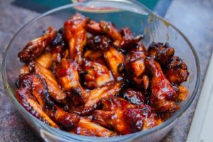 spicy caramelized chicken wings