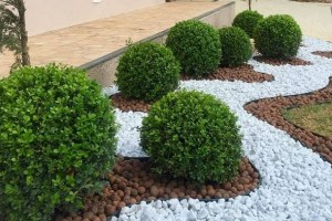 How To Effectively Use Landscaping Stones