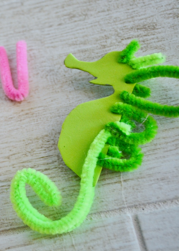 seahorse sea dragon craft - pipe cleaner tail (2)