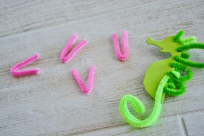 seahorse sea dragon craft - pipe cleaners (8)