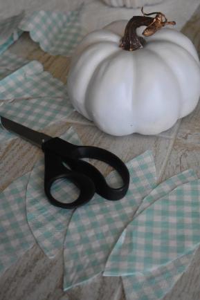 2 cut napkins in leaf shapes