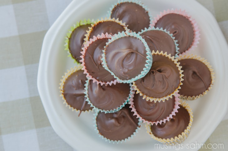 Homemade Mini Peanut Butter Cups - the easy no-bake recipe