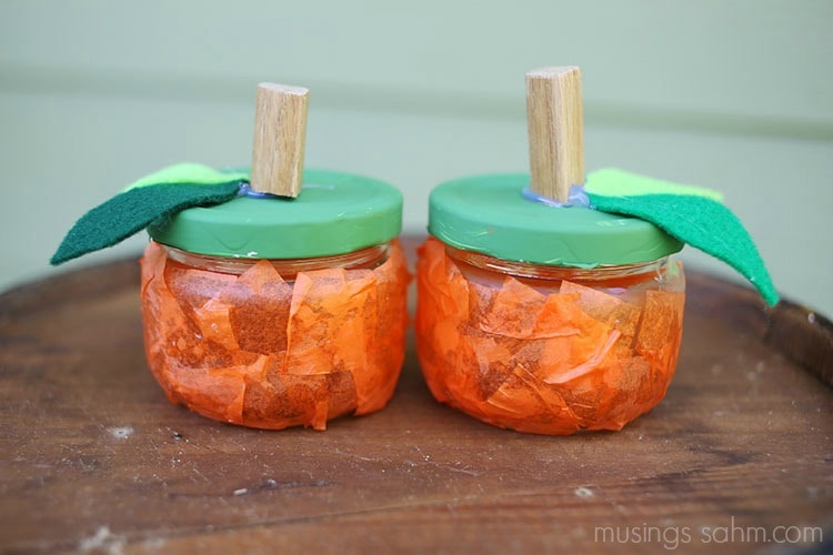 DIY Tissue Paper Pumpkin Jars - a fun, easy fall craft for kids using mason jars #crafts #pumpkins