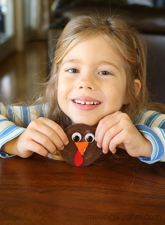 This adorable Canning Jar Lid Turkey Magnet is a fun easy Thanksgiving craft for kids that they'll love putting together and you'll love displaying! They also make great gifts!