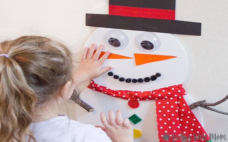 This Pin the Nose on the Snowman activity is perfect for keeping kids occupied on a cold, snowy day or even as a winter birthday party activity. Plus it only takes about 15 minutes to make!