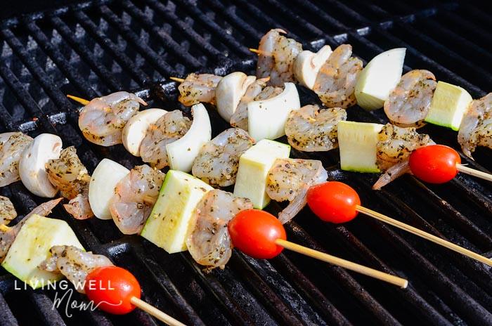 shrimp skewers with vegetables grilling
