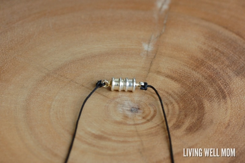 Essential oil necklaces are a great way for kids to get the benefits of essential oils all day long, whether it's for boosting the immune system or helping your child to focus during school. Here's how to make your own essential oil diffuser necklace for kids, that's perfect for boys too!