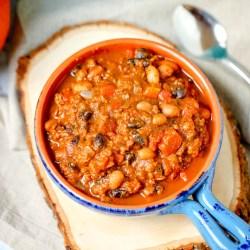 easy one-pot pumpkin chili recipe