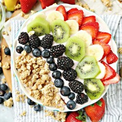 granola fruit and yogurt bowl