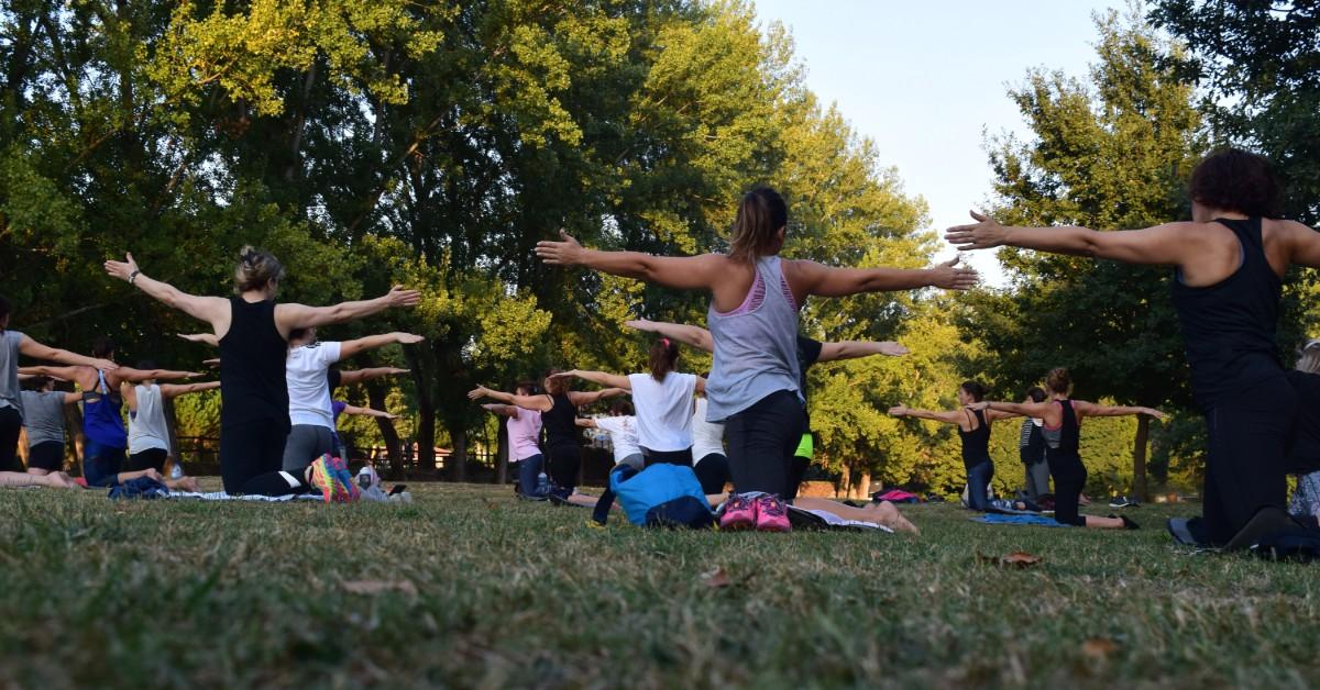yoga-in-park